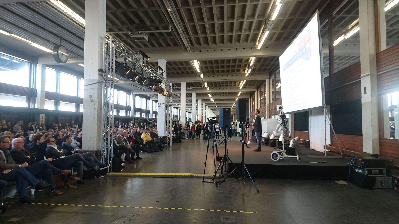 Bob auf der Bühne beim Digital Demo Day